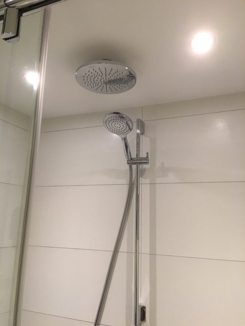 Super Schuifwand tegel & betoncire badkamer - Wiesenekker Badkamerconcepten &NO46