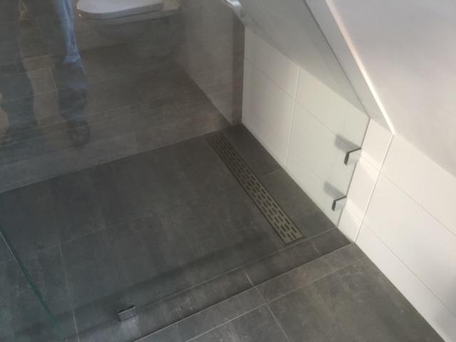 Corian Badkamer Wanden : Badkamer rhenen douche onder schuine zijde wiesenekker