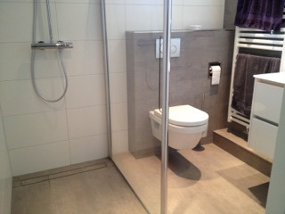 Badkamer Sanitair Maurik : Inloopdouche en toiletafvoer koof badkamer maurik wiesenekker
