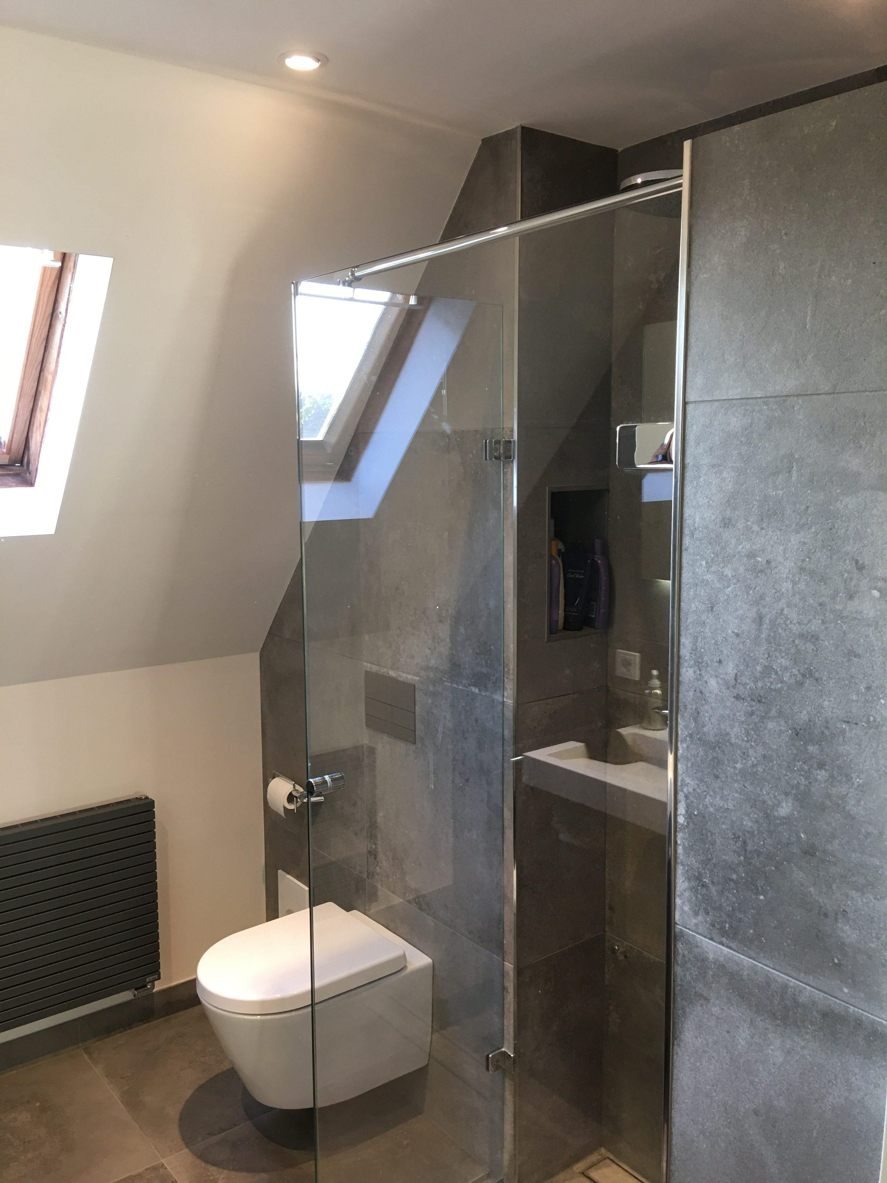 Badkamer Maurik beton look tegels - Wiesenekker Badkamerconcepten